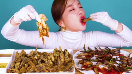 国外美女吃播:炸泥鳅+炸薯条,你更喜欢哪个?