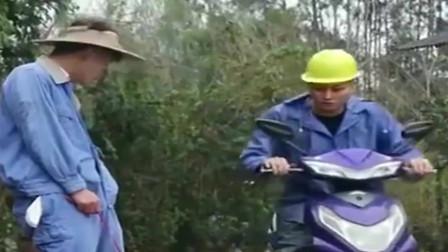广西老表搞笑视频:老表这偷鸡的技术太高明了