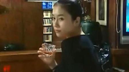 美女心情不好,去酒吧喝酒,结果第一次去就被