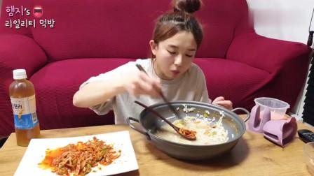 韩国吃播!一锅鲜虾面,配上自己做的辣白菜,