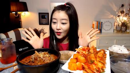 韩国美女大胃王,大碗排骨搭配上泡菜,网友: