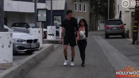 萌德与卡妹的 街拍视频,两人手牵手蹦蹦跳跳,