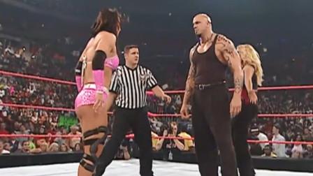 WWE:白姐欺负美女太过瘾,猛男也跟着起哄,真