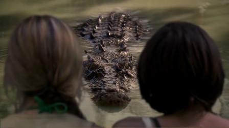 美女在河里被鳄鱼咬,这部冒险片画面太真实,