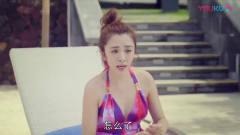 美女在泳池边自拍,几个男子站在身后偷拍!