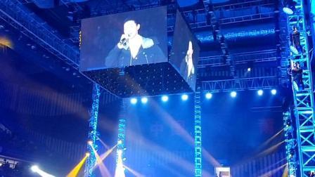 莆田市体育馆热闹了,霍尊现场演唱两首歌曲,
