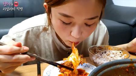 韩国美女真实吃播,一人吃掉一锅芝士排骨,网
