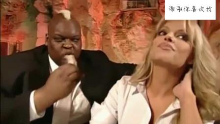 WWE:大V老爹带美女去高档餐厅,美女压根不想理