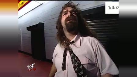 WWE台风来临之际,米克弗利就进门买个东西,出