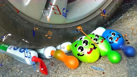 趣味恶搞动画:牛人驾驶小汽车碾压萌萌哒挖掘
