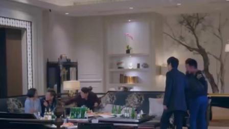 香港黑帮电影:美女去还渣男欠下的赌债, 黑帮老