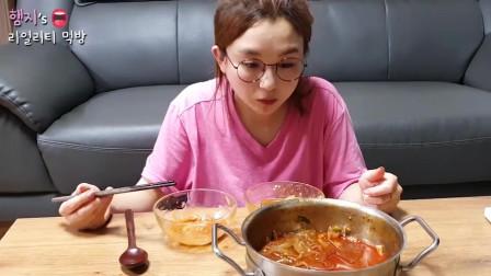 韩国吃播!美女今天吃的是中国麻辣烫吧,是不