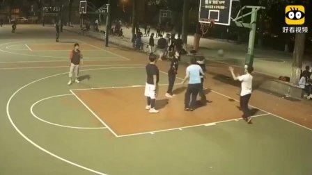 高手在民间!!看了这个视频!我感觉自己的传球侮辱了篮球