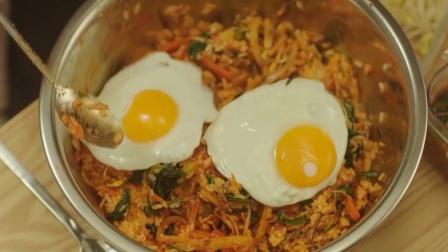 韩国帅哥做的拌饭,最后还加了俩煎蛋,美女吃