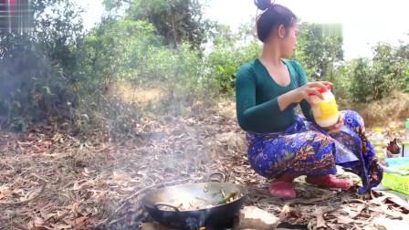 农村美女户外野炊,今天做了道经典的蜗牛料理