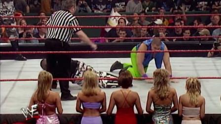 WWE:壮汉意外受伤,美女围在身边太幸福,真是