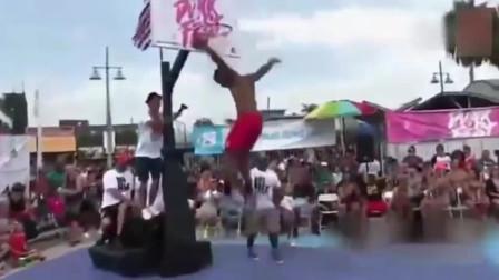 3米55的篮筐扣起来是什么感觉,这个人在空中走