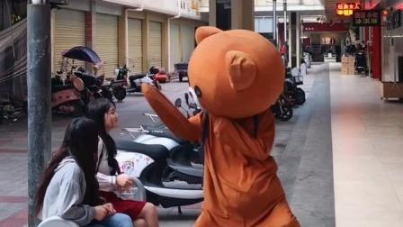 街拍:谁能告诉我,这个小姐姐为什么被打了
