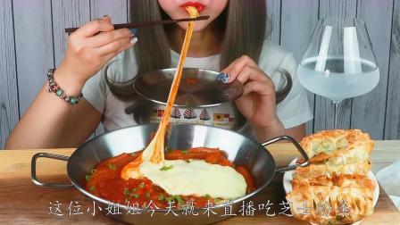 韩国美女直播吃芝士粉条,红到深处的超辣粉条