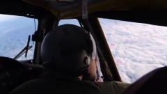 军事:两名飞行员操纵拥有8个油门杆的*-52轰炸机