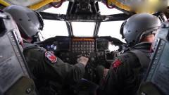 军事:美军的*-52轰炸机驾驶舱与导航控制室,密