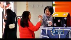 家庭幽默录像:街头整蛊:卷笔刀会吃铅笔,吓