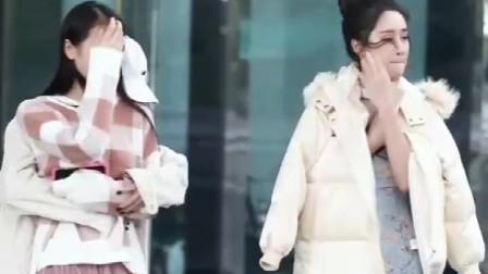 时尚街拍:妈妈说要雨露均沾,所以两个小姐姐