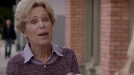 剧中:美女大街上发传单,结果路遇老太太看到