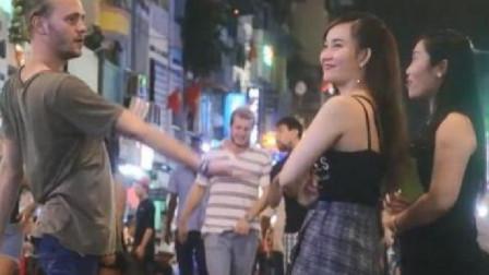 在越南旅游的时候,遇到本地的美女问要不要生