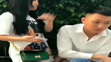 广西老表搞笑视频:小伙要买飞机送女友上下班