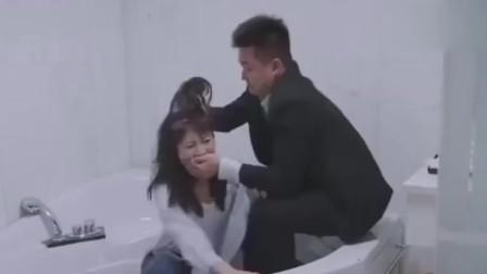 小伙绑架美女,还下令手下给她洗澡,却不想是