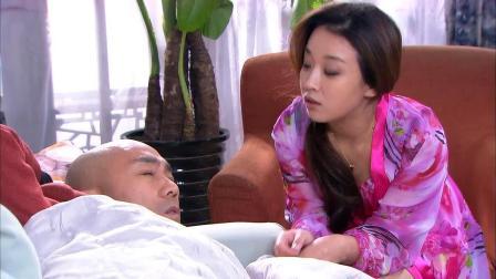 董事长刚跟老婆离婚,美女就迫不及待,穿着睡