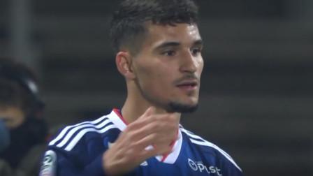 法甲:里昂球员奥亚尔禁区内一脚攻破对手球门,再度改写比分
