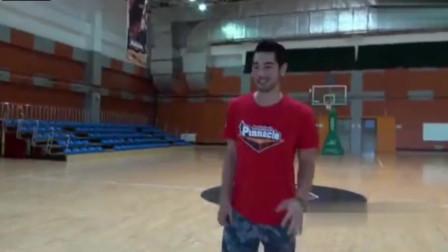 高以翔珍贵的扣篮视频,欣赏一下他的篮球技术