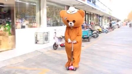 网红熊不发传单了,跑去送外卖,没想到却被小