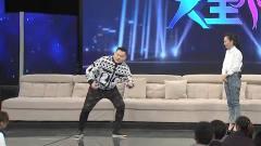 京剧团糗事,冯巩爱徒夸张表演地雷卧倒,把观
