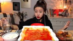 吃播:韩国美女吃货试吃自制奶酪宽粉,大口大