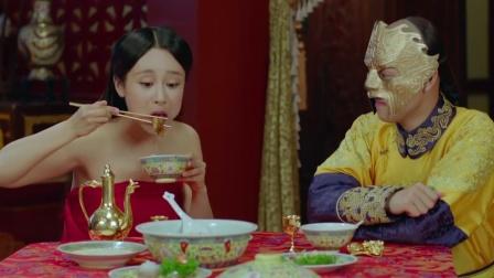 美女初次侍寝肚子叫,不料一桌饭菜全部吃完,