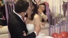爆笑:男子结婚当天被旁边小孩疯狂暗示