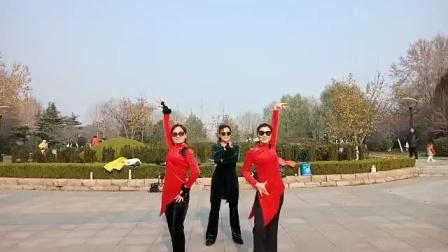 淄博青松水兵舞!最新银色水舞五套,三美女跳