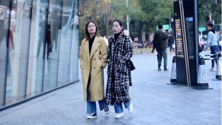 三里屯街拍,冬天姑娘们穿的风衣是最漂亮的景