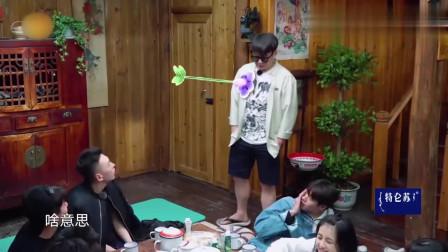 综艺片段魏大勋的年龄惨遭嘲笑,张子枫的反应