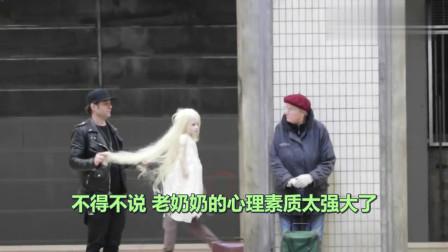 """恶搞:老外操控""""通灵洋娃娃"""",不料遇上警察"""