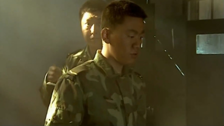 士兵突击 老兵不把纪律放在眼里 许三多却严守纪律 鲜明对比