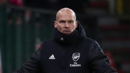 欧联杯-拉卡泽特进球萨卡传射,阿森纳2-2标准列日头名出线