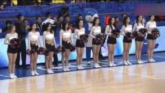 美女啦啦队是篮球场上一道亮丽的风景线,看青