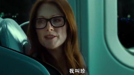 美女看出男人害怕坐飞机,故意打招呼,转移注