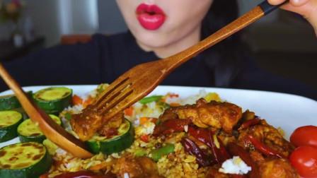 国外美女吃播:麻辣辣子鸡+胡萝卜+烤青瓜