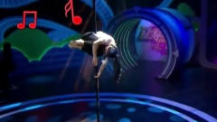 山东女大学生表演钢管舞,绝美舞姿看呆评委,