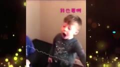 家庭幽默录像:真兄弟无疑,男孩拔牙时兄弟送